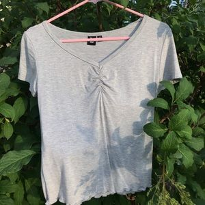 Gray T-shirt with lettuce edge detail